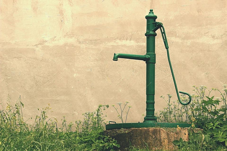 À quelle profondeur la pompe de puits profond doit-elle être installée ?